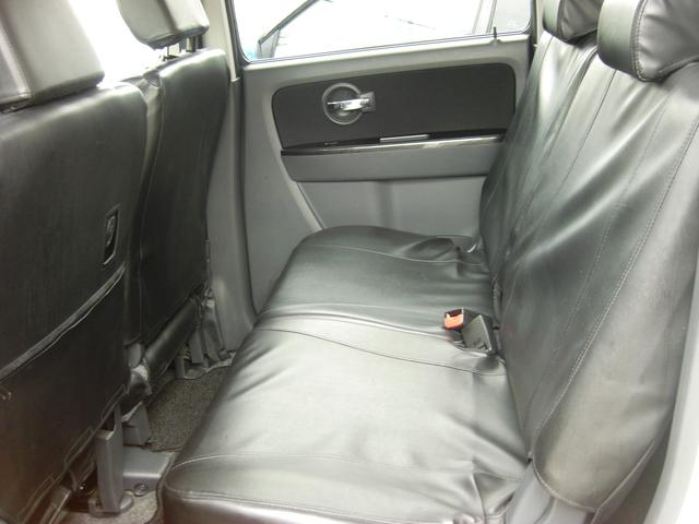 後部座席も当然、綺麗・清潔に仕上げております。内装の綺麗なお車は気持ちがいいですし、コンディションのいい車が多いです。前のユーザーが丁寧に使っていた証しです。シートカバー付なのでお掃除もラクラク!