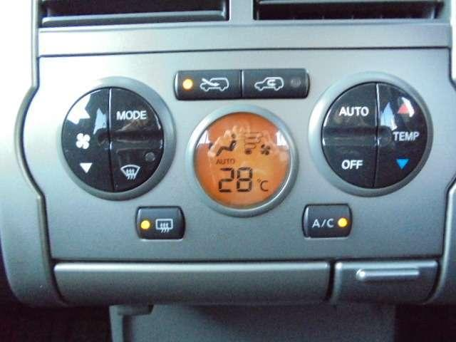空調温度を調整にて快適♪オートエアコン☆車内の空調はコレにお任せ!温度設定とボタン1つで年中設定温度に保ってくれる便利なオートエアコンも装備されています!