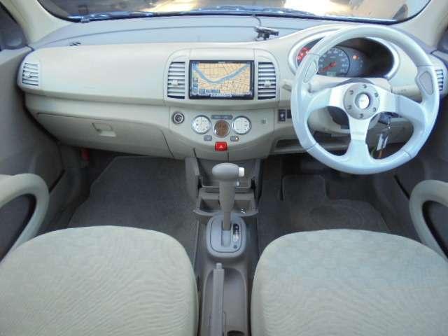 マーチのシートは長距離運転をしても疲れにくい仕様になっております。みんなに愛されている車はシート1つとっても違いがあります。