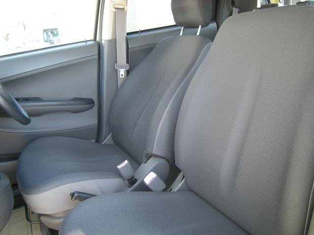 リア席は大人2人乗っても十分です。