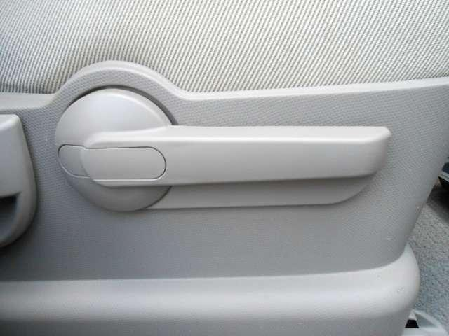 運転席にはシートリフターも!シートが上下します!