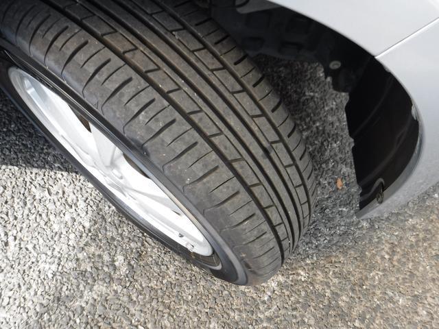 タイヤの溝をご確認してください。
