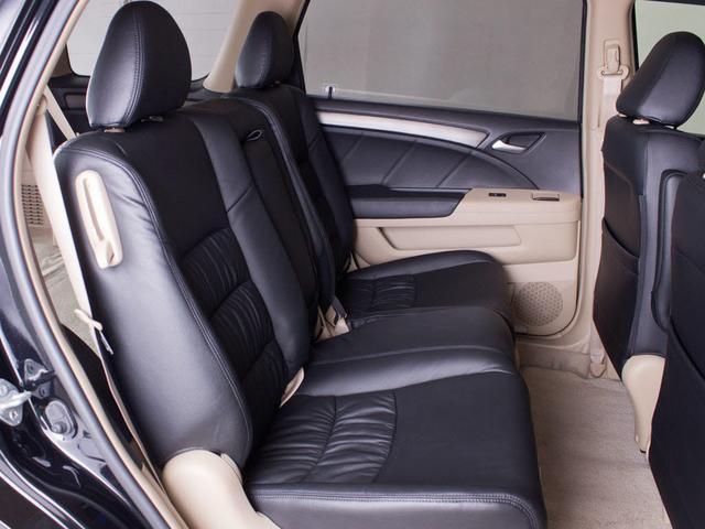 ★2列目シートの座り心地も良く、足元も窮屈では無い為、長距離のドライブも快適に過ごせます!