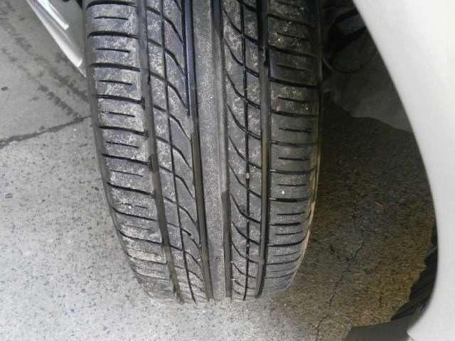 タイヤの残量は6部位山程度です!