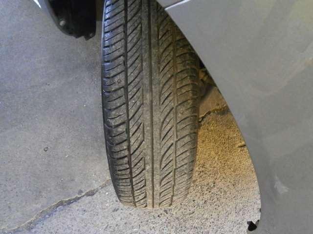 タイヤの残量は4部山程度です!