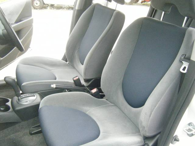 フロント席はホールド性が高く腰にフィットしますよ!