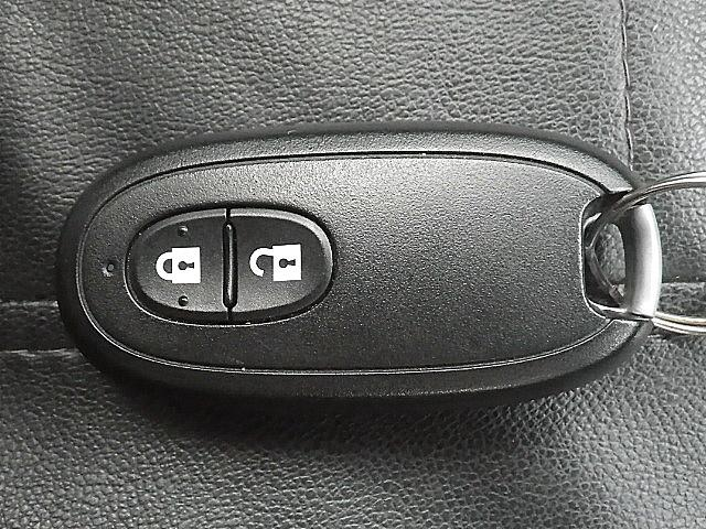 スマートキー付きなので、ドアロック&アンロックからエンジンスタートまでキーフリーで出来ます!かなり便利な装備ですよ!