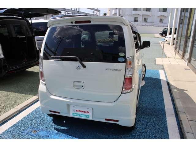 リア3面プライバシーガラスになっており、快適にドライブが出来ます。