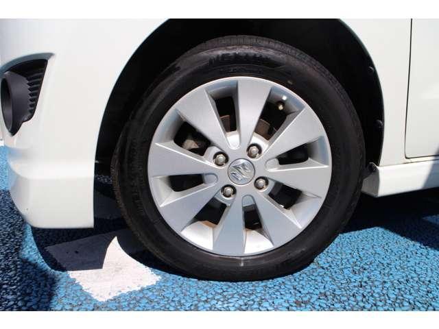 純正アルミロードホイールは、車両の製造メーカーが強度やデザイン耐久性を計算して設計製造していますので、安心です。