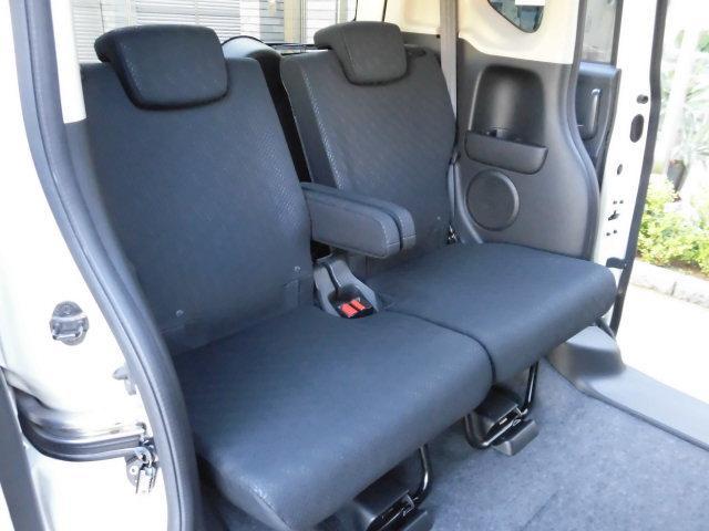 助手席側も運転席側同様にシミや汚れなど無く、大変キレイな状態です!