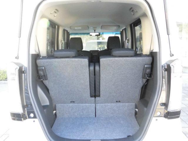 トランクを開けても御覧の通り、とってもキレイなお車です。 ラゲッジスペースの広さもあり、荷物も沢山積めます。