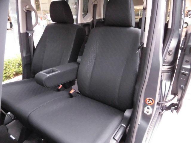 助手席側も同様に汚れやシミ、擦れなど無く、大変キレイな状態です♪
