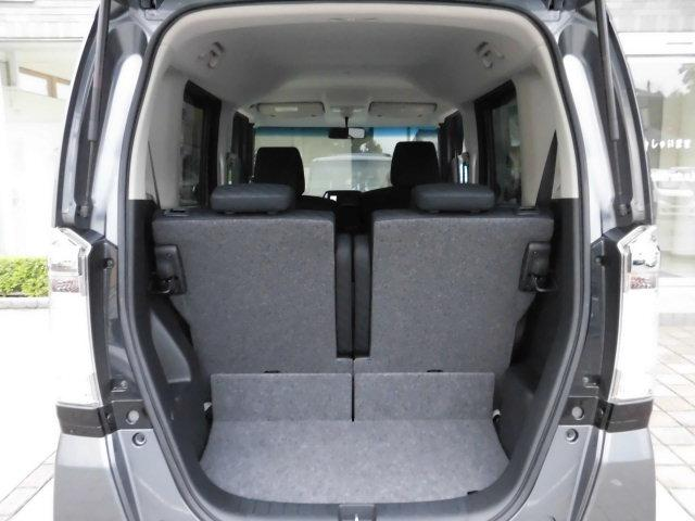 トランクを開けても御覧の通り、とってもキレイなお車です。 ラゲッジスペースの広さも十分あり、荷物も沢山積めます。