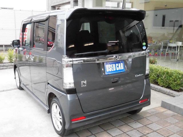ホンダの大人気軽自動車『N BOXカスタム』が入荷して参りました! 内外装の状態も驚くほど良好な状態で、装備も充実のお薦め車両です!、ボディカラーも人気のポリッシュドメタルメタリックです!