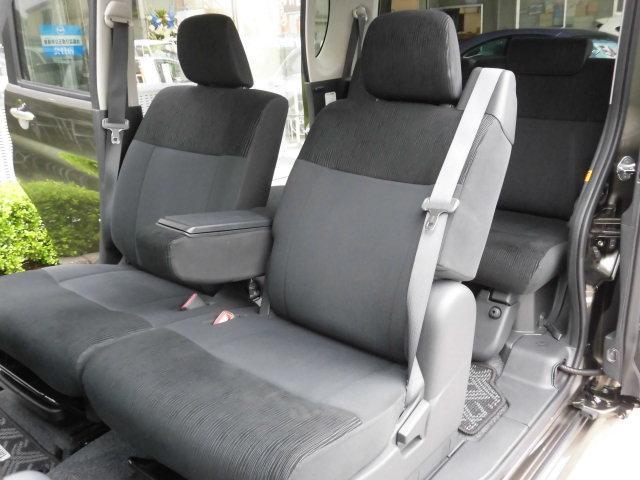 助手席側も運転席側同様に、シミや汚れなど無く、とても綺麗な状態を保っております♪