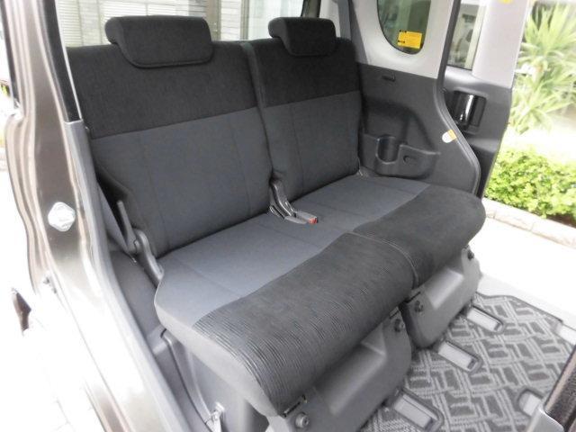 スライド&リクライニングが可能なリヤシートです! シミや汚れなども無く、とても綺麗な状態を保っております! 足元スペースは普通車より広く、驚きの室内空間です!