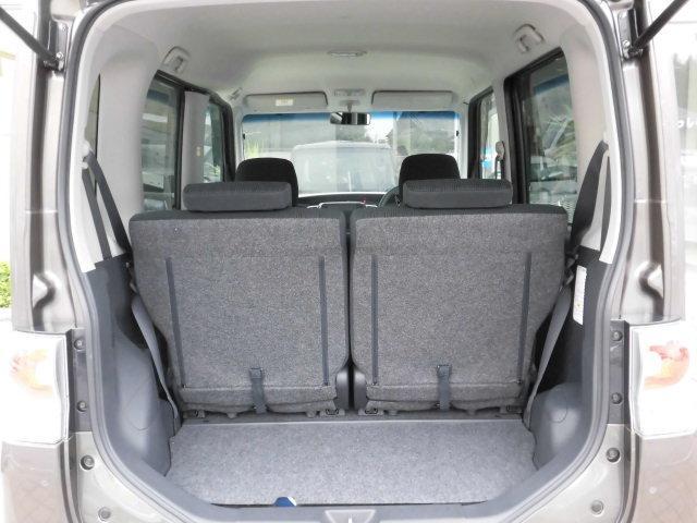 トランクを開けても御覧のとおり、とってもキレイなお車です。 ラゲッジスペースの広さも十分あり、荷物も沢山積めます。