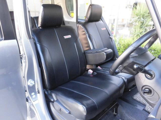高級感抜群の純正革調シートカバーを全席に装備! フロントシートもシミや汚れ、擦れなど無く、とても綺麗な状態を保っております♪ さらに当社の専門スタッフによる徹底したルームクリーングを施しております!