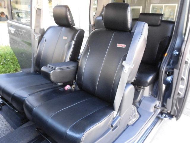 助手席側シートもシミや汚れ、擦れなど無く、とても綺麗な状態を保っております!