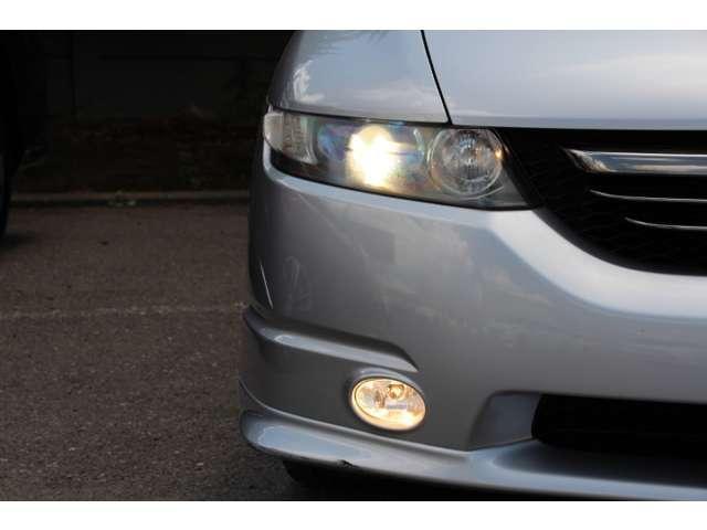 【HID】ディスチャージヘッドヘッドライトで夜間や雨天時のドライブを明るくサポート!省電力、耐久性にも優れています。