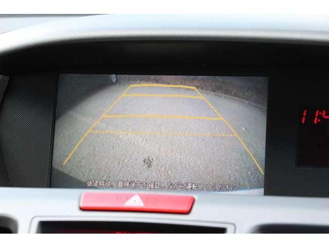 【リアカメラ】ギアをバックに入れていただくと自動的にモニターが切り替ります。ガイドライン付で距離感もつかめて車庫入れも安心! 目視確認もお願い致します。 TEL 042−679−6101