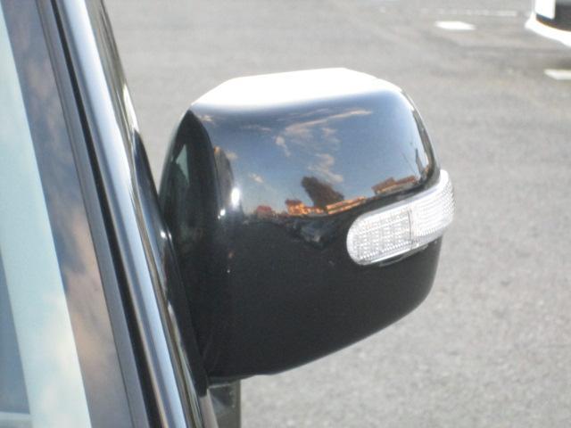 対向車はもちろん後方からも確認しやすいドアミラーウィンカー
