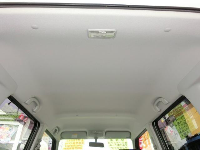 天井もとてもキレイな禁煙車です