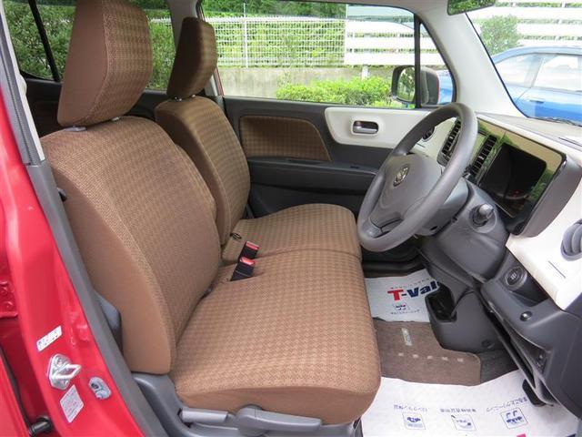 フロントシートはベンチシートです! ゆったりとしていて開放感があります!助手席への移動も楽々です♪狭い場所や駐車場で右側をギリギリに停めた際には重宝します!