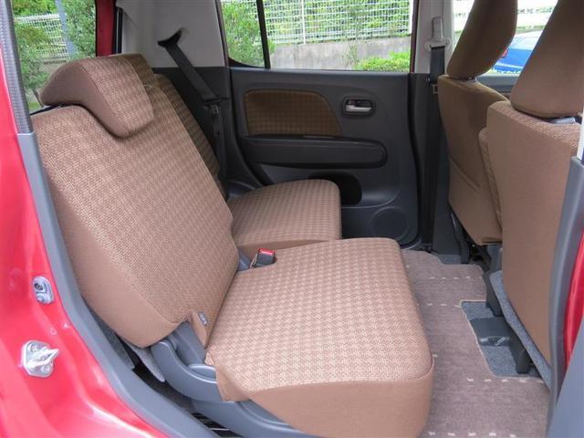 リヤシートは左右独立してスライド出来ます。大人でもゆったりと座れます。また、荷物の大きさに合わせて助手席を前に倒したり、リヤシートを格納することも可能です。