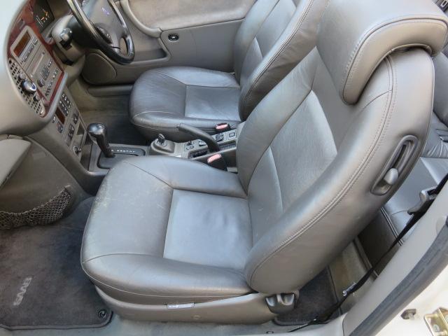 寒い季節もスイッチ一つでシートがポカポカに!レザーシート特有の、座った時のヒンヤリ感はこれで解消!