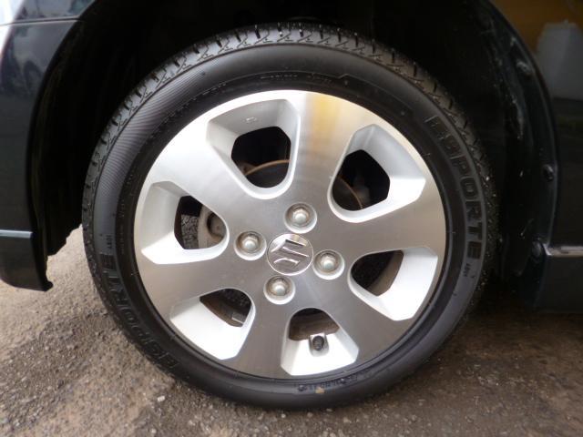 純正14インチアルミホイールが付いております、タイヤは4本とも約8分山です。