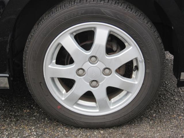 アルミ・タイヤの溝もまだ残っています。