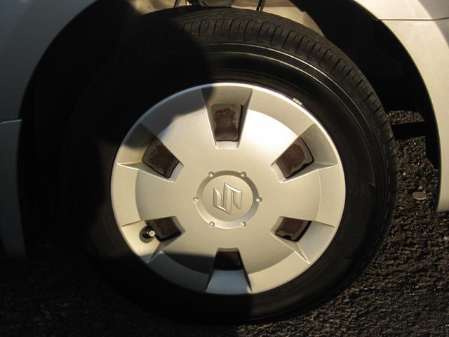 タイヤの溝もまだ残っています。