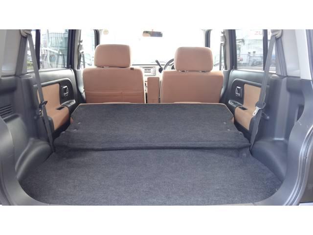 後席を倒せば更に広い空間を確保できます!