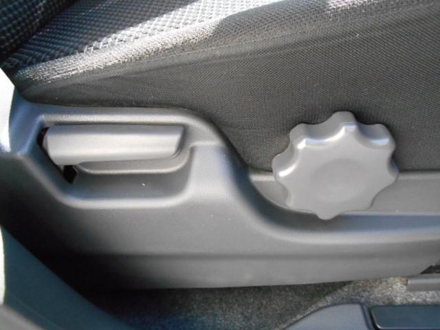 運転席は前後にスライドするだけではなく、シートの高さも調整することが出来ます♪自分の身長に合った運転姿勢を確保することが出来るのは嬉しいですね♪