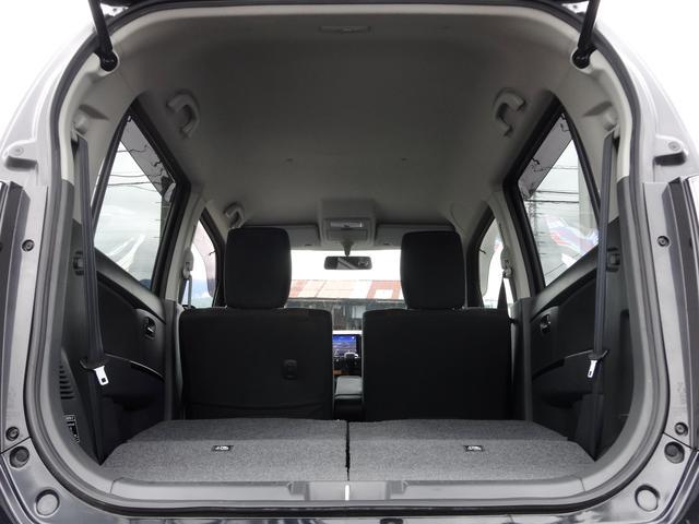 ご覧の通り、後席シートを前方に倒すと、広大な荷室スペースを確保できます。高さのある物も楽に積み下ろしが行えるので、使い勝手が大変良いです!☆ワンタッチ式で女性の方でも楽々!