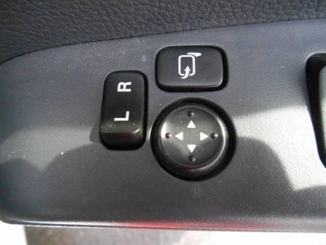便利な電動格納ミラー付です!!!ミラーの位置も自在で運転も楽々ですよ!!