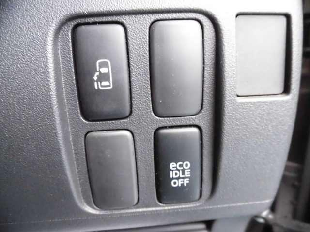 運転席から、左後ろ(助手席側)の電動スライドドアを開閉することも可能です♪送り迎えのときなどにも便利です!