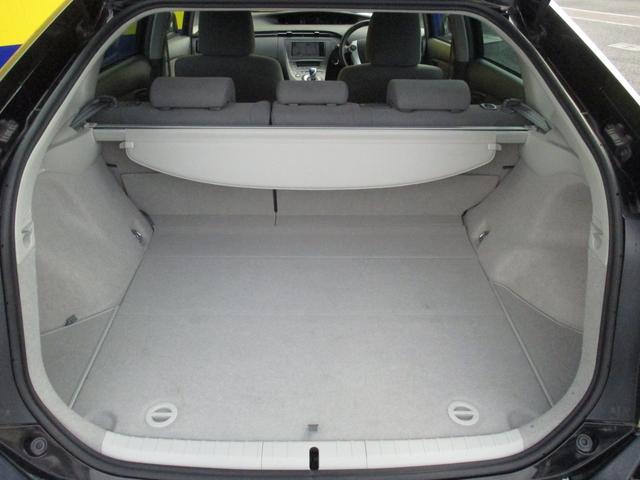 後部座席に座った場合でも、トランクはしっかりスペースを確保しています!みんなで旅行に出かけても、カバンやお土産もしっかり積めます。