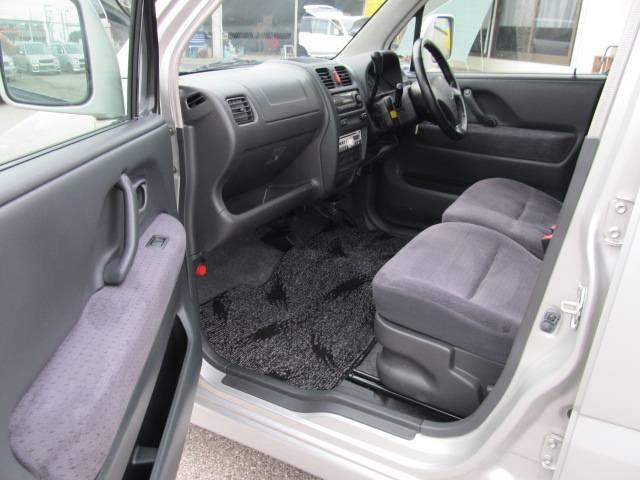 しっかりクリーニングで前オーナーさんたちの使用感とおさらばです!手垢やジュースのシミなどとは無縁のきれいな車で快適ドライブをお楽しみください!