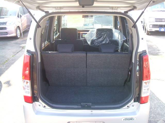 開口部が広く荷物が積み込み易い荷室!使い勝手もGOOD!