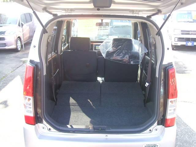 シートを倒せばここまで広く、大きなダンボールなどの積み込みも可能です!