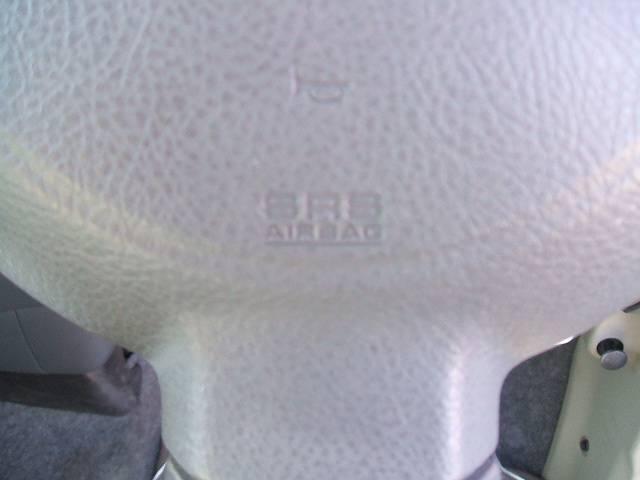 運転席、助手席共にエアバック装備!安心感が違います!!