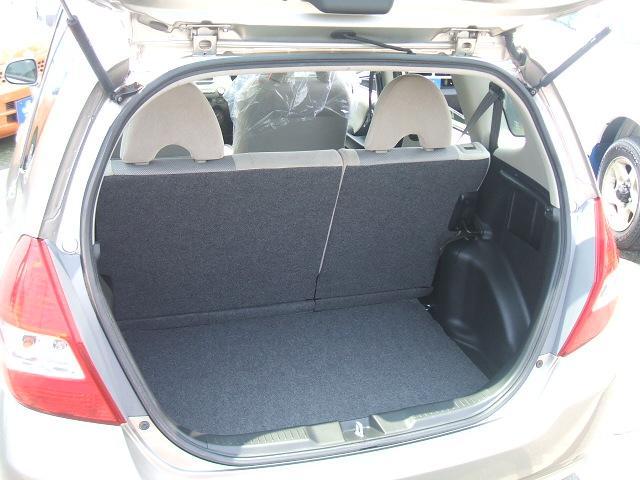 開口部が広く、荷物が積み込み易い荷室!