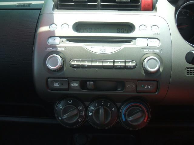 純正CDデッキ付き!エアコンも操作し易いパネル設計!