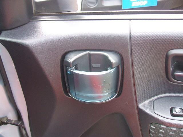 運転席にはカップホルダー標準装備!!