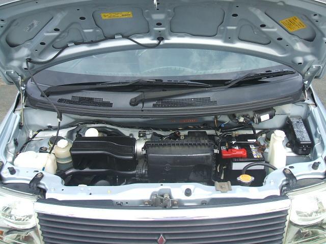 キレイに仕上げられたエンジンルーム!結構大変な作業なんです。。