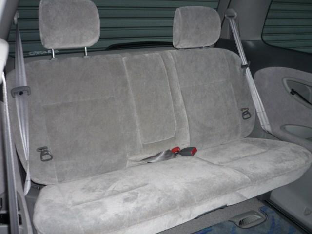 便利なサードシート!普段は荷物置場として使用して急なゲストが来た時に便利ですよね!ご来場の際は是非とも収納と格納をお試しください♪