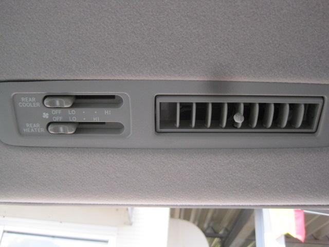 リア用のエアコンも装備です。