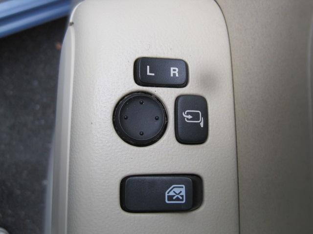 電動格納ミラー装備!ボタン一つで、ミラーの開閉が出来ます。電格ミラーでよりコンパクトに!せまい駐車場でも安心です!